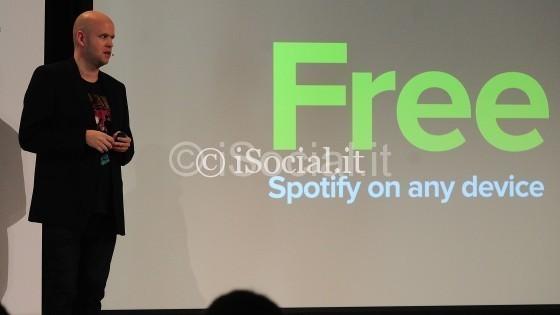 "Svolta Spotify sul mobile: streaming ""shuffle"" free"